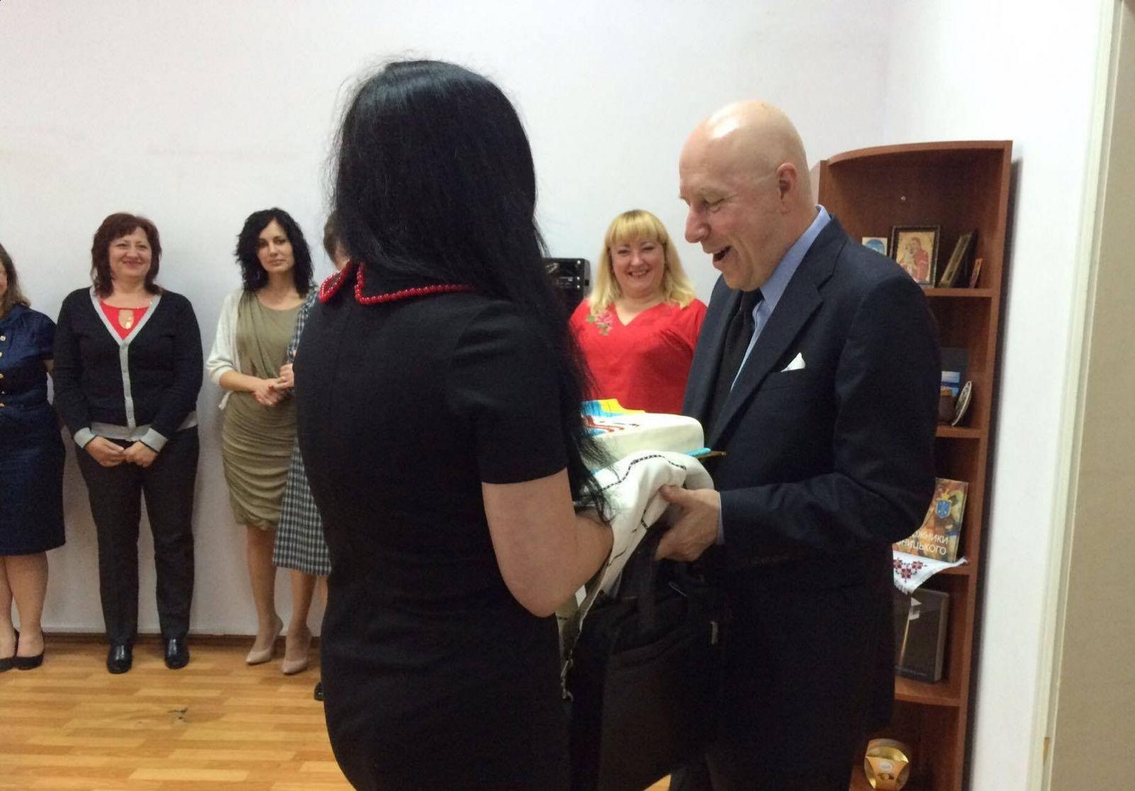 Хмельницький таки дочекався свого добровольця Корпусу Миру США - фото 1
